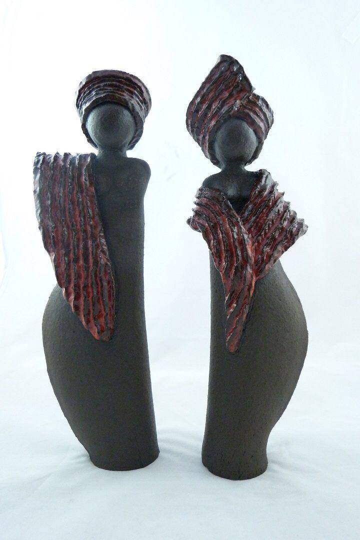 Afbeelding van http://uitkade.blob.core.windows.net/kunstkade/uploads/courses/keramiek-atelier-geartsje-dupon/diverse-workshops-keramiek-en-je-eigen-sieraad-maken-van-art-clay-zilverklei/beelden-jin-en-jan-staand.jpg.