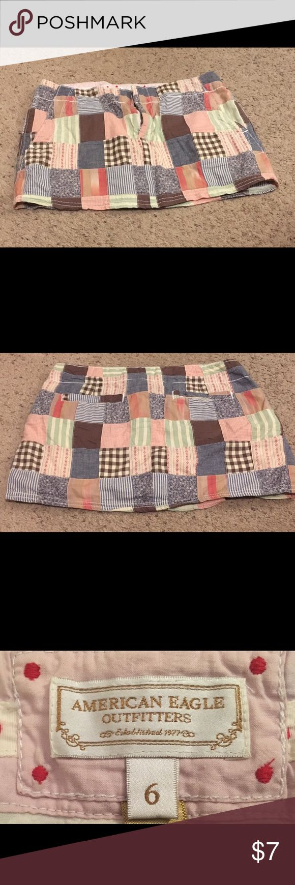 American Eagle plaid mini skirt size 6 Adorable American Eagle mini skirt in great condition for an excellent price! Size 6 American Eagle Outfitters Skirts Mini