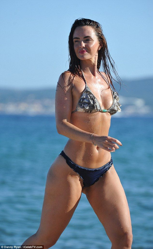 Jennifer Metcalfe reveals enviably toned midriff and ...