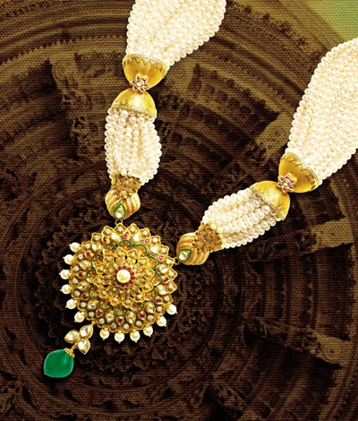 Classical and traditional in its appearance, TBZ-The Original's temple jewellery enhances your beauty.