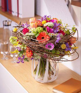 A Sample in the spring 2012 of the Flower Council of Holland and the German FDF Florist Association's Bouquet Offensive, showing the newest trends in target-group oriented flower design.