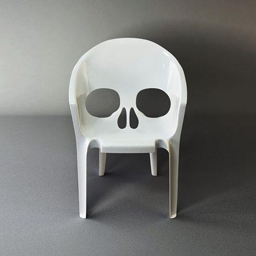 #plastic #chair #skull