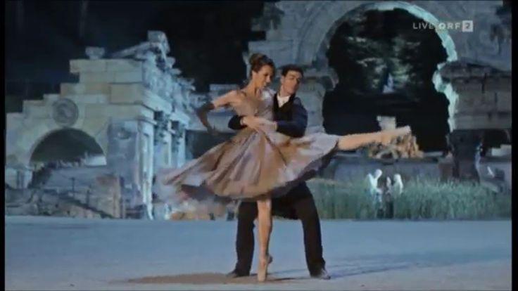 Ballroom costumes - Neujahrskonzert Wien 2016, Kaiserwalzer