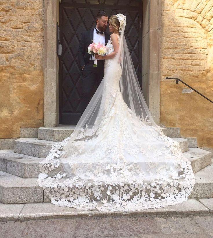 Vi på Milagro önskar Natalie och Nippor ett lång o lyckligt liv ihop❤️ Att få klä dig som brud har varit en glädje fina Natalie�� helt magisk klänning från Milagro  by Ateljé Pronovias #weddingdress #summerwedding #stockholm #milagro #couture #pronovias #ateljepronovias #milagrodenahrin #bridaldress #lace http://gelinshop.com/ipost/1516204127640830457/?code=BUKo57zA0H5