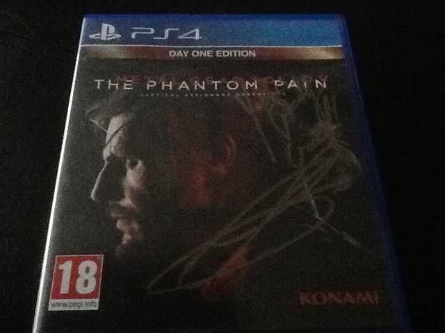 I had my MGSV box signed by Revolver Ocelot (Troy Baker) [Shit Quality Photo] #MetalGearSolid #mgs #MGSV #MetalGear #Konami #cosplay #PS4 #game #MGSVTPP