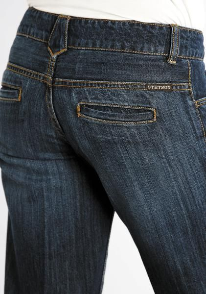 For high quality, traditional, western apparel with lasting style, look no further than Stetson. These fashionable 100% cotton womens jeans feature a slightly f