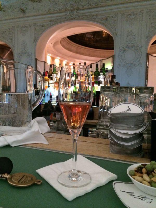 München am Wochenende... Champagner Rose & eine charmante Begleitung!