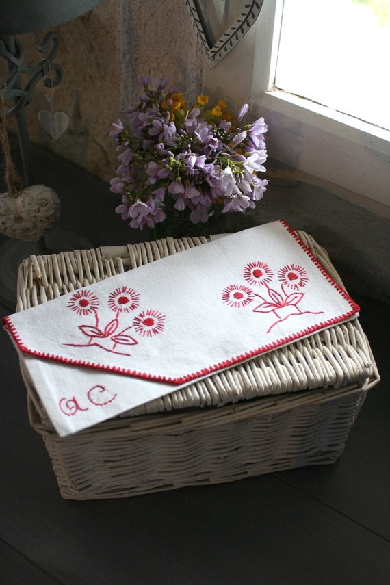 French Vintage Pretty Embroidered Pocket or Pouch by Chezpetitpica, €10.00