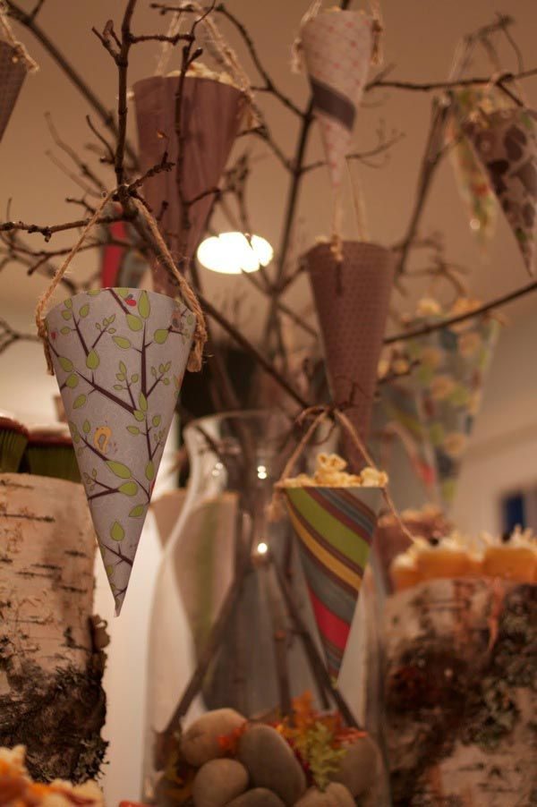 Love the popcorn tree concept with patterned paper and twine!