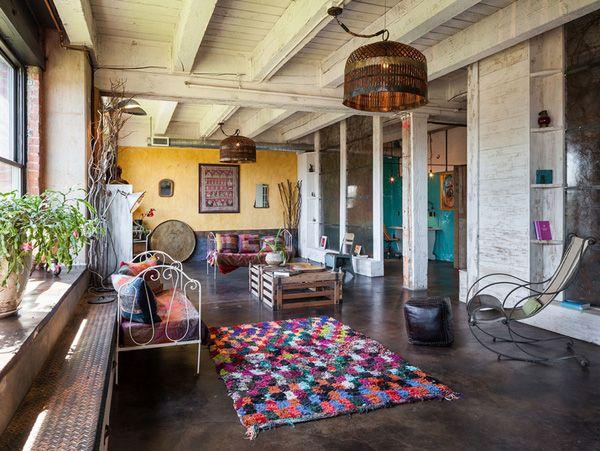 DIY Loft Wohnung In Portland Mit Gelber Wand Und Weiss Gestrichener Holzdecke
