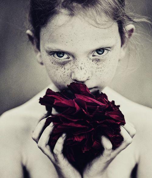 : Colors Pop, Jola Storms, Girls Photography, Beautiful, Pretty Things, Freckles, Marta Łaskarzewska, Storms Zielona, Photography Flowers