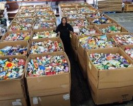 Besides government SNAP (Supplemental Nutrition Assistance Program) (food stamps) there is tons of #FreeFood from #food banks. You can also be on social security & still qualify for this. Stores throw away billions of pounds of food every month. Learn where to get it. Also get free phone service.
