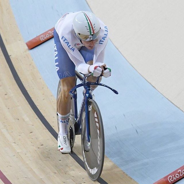 OROOOO per Elia Viviani nell'Omnium!! cade, si rialza e chiude con 207 punti finali al termine delle sei prove!! Grandissimo @eliaviviani! Che gara!!  #italiateam #rio2016 #ciclismo #olimpiadi @rio2016 @olympics