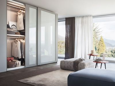 LEMA   Wardrobe characterised by an imposing line, Riquadro by Officinadesign Lema stands out for the large band frame that runs along the door perimeter, matched to a panel available in 40 lacquered matt colours and in in mirror or lacquered glass in 10 colours.