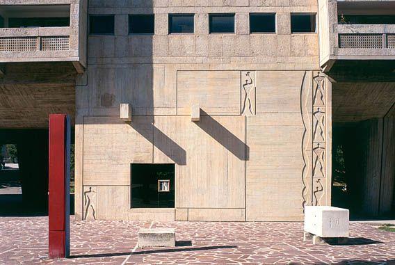 La Cote des Montres : Montres Girard-Perregaud Vintage 1945 Le Corbusier - Une Trilogie en hommage aux Travaux de Le Corbusier pour les 125 ans de Le Corbusier