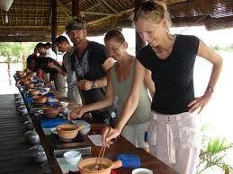 tour-gastronomico-di-lusso-in-vietnam-9-giorni-scuola-di-cucina-ponte-rosso-http://www.viaggivietnamcambogia.com/viaggi-di-lusso-in-vietnam/tour-gastronomico-di-lusso-in-vietnam-9-giorni.html