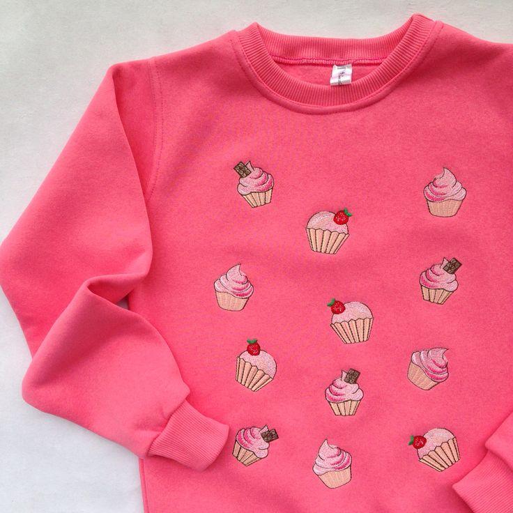 """Утеплённый розовый свитшот с вышивкой """"Капкейки"""""""