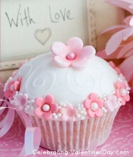 Pink Flowers & Pearls Cupcake - Valentine's Day Cupcake Decorating Ideas