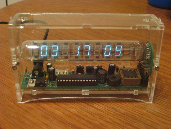 Reloj+despertador+de+hielo+tubo+VFD+por+WiseClocks+en+Etsy