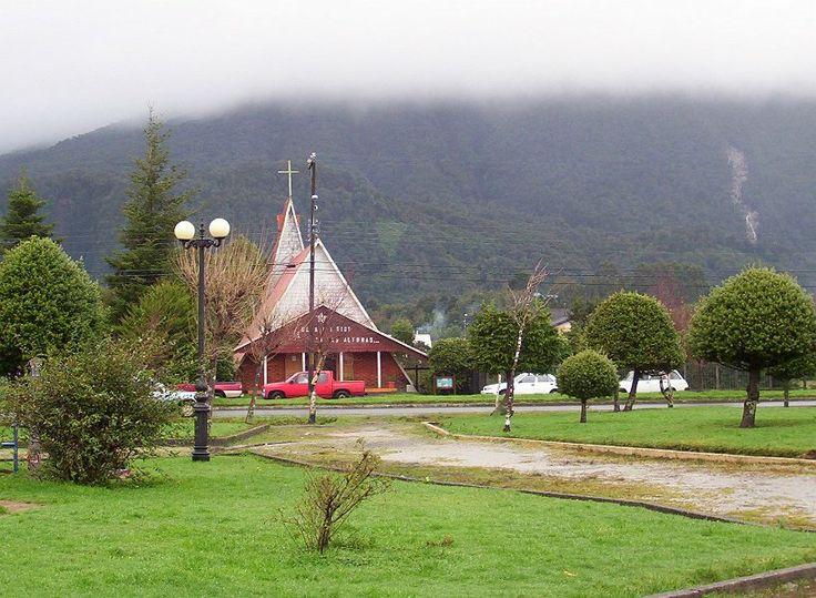 Church in Chaiten from the town plaza.   from redentoristas.cl http://www.redentoristas.cl/galerias/06chaiten/#ch-iglesia%2011..JPG