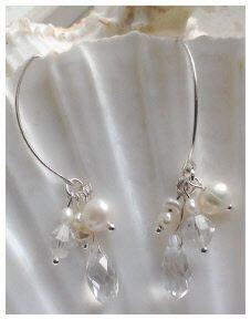 Feestelijk: Waterval oorbellen van barok parels en kristal