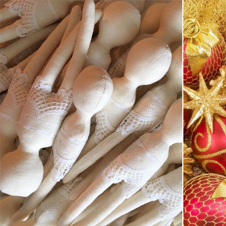 #lileta  #christmastime 🌟🌟🌟La noi in atelier pregatirile de Craciun sunt in toi: confectionam cutii 🎁savuram cafele ☕️ coasem huse 🛍 ne pregatim de sesiune foto 📸 servim ceaiuri 🍵finisam detalii si modele noi pentru voi, dragi admiratori #liletadolls ⚜️🎄⚜️🎄⚜️🎄⚜️🎄⚜️🎄⚜️