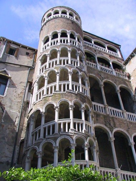 The scale of Palazzo Contarini