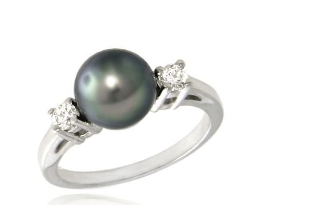 Beautiful engagement ring idea...diamond and black pearl....