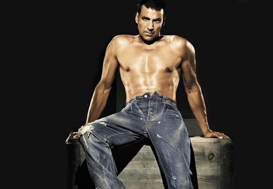 Akshay Kumar Goes Shirtless! - Chitramala