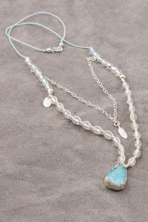 An unusual necklace combines a fascinating style of boho with the possibilities offered by the technique of macramé. Blue and spectacular agate with druse, and double-layer chain, lend a unique appearance.