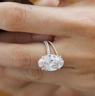 Blake Lively's engagement ring - http://www.pricescope.com/blog/kelly-clarkson-blake-lively-jennifer-aniston-and-more-12-celebrity-engagement-rings-2012#