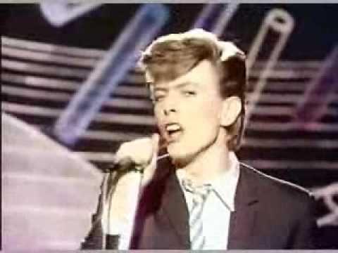 "David Bowie ""Boys Keep Swinging (live) - 1977"