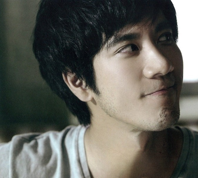 Wang Leehom. Beautiful singer, composer, music writer, and all-around beautiful person. It's unfair, really. love u