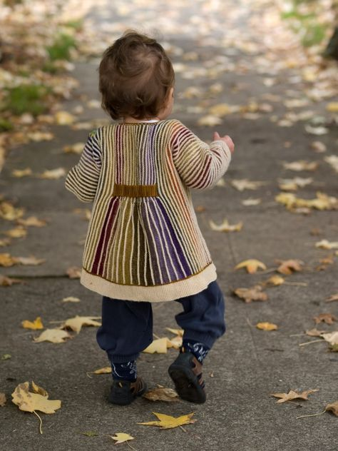 Knitting pattern for baby and toddler Minni kimono / cardigan. Pattern by Lene Alve on Ravelry