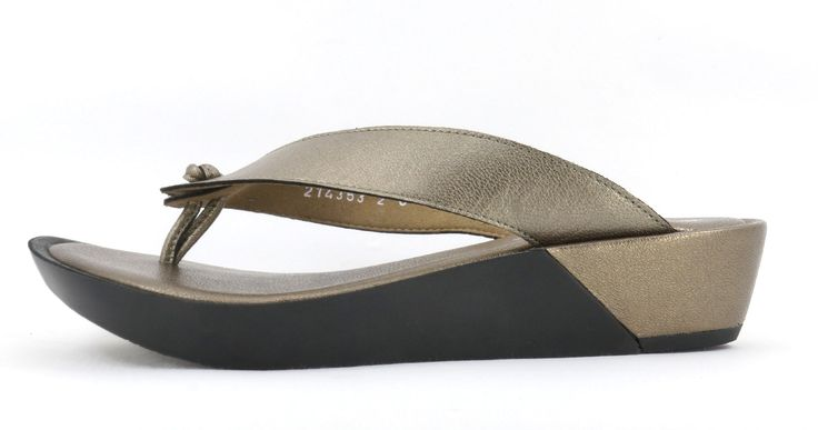 Froggie Pearl Lead Handmade Genuine Leather Slip on Sandal. R 849. Handcrafted in Durban, South Africa. Code: 10737.371.980 See online shopping for sizes. Shop online South Africa https://www.thewhatnotshoes.co.za/ Free delivery within South Africa.