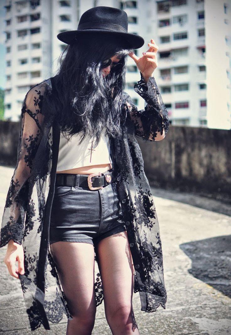 Love her lace kimono, perfect style x