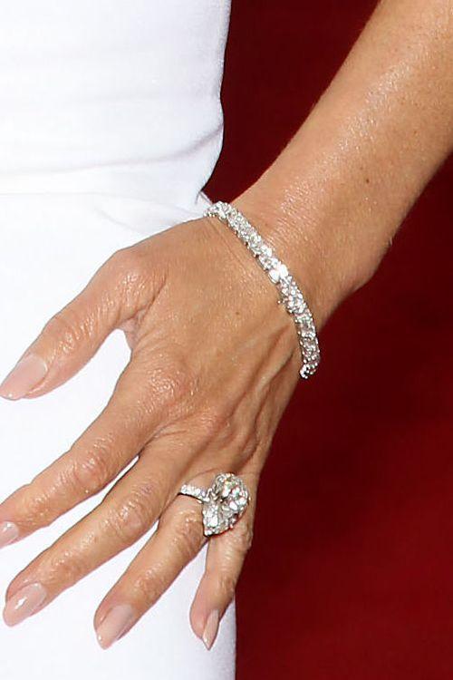 celebrity-engagement-rings-victoria-beckham (500×750)