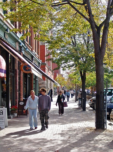 Hurontario Street - Collingwood, Ontario, it looks so nice, I want to visit one day!