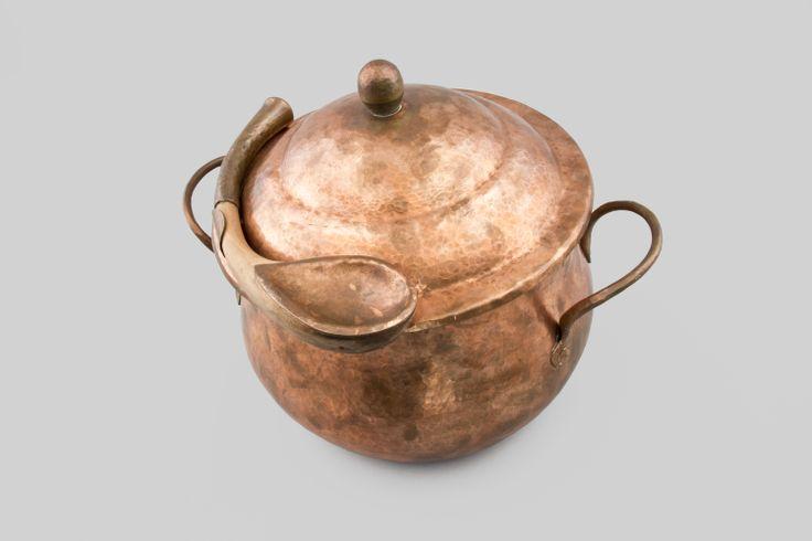 """Objeto parte de la muestra """"Artesanos Contemporáneos"""" del MAPA que contempló tallados en madera, orfebrería, talabartería, textil, cerámica y cestería."""