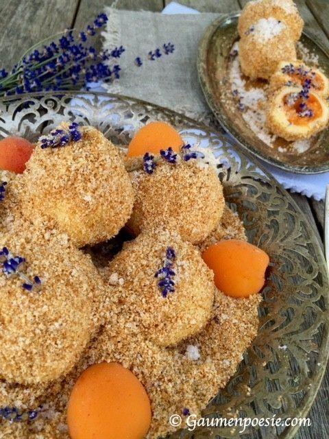 Marillen-Topfen-Knödel mit Lavendelzucker. Eine traditionelle österreichische Süßspeise, die mit Lavendel noch um einiges feiner schmeckt!
