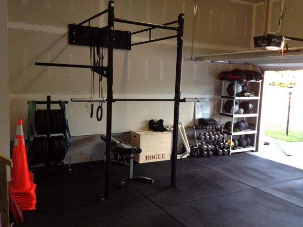 Garage gym walls qoshi : Wall mounted rogue rack garage gym inspirations