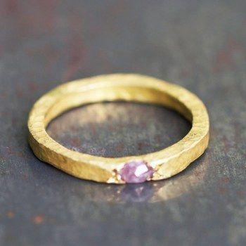 Alliance or jaune diamant rose par Esther Assouline pour l'atelier des Bijoux Créateurs.