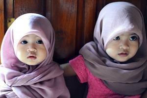 Crianças muçulmanas. Muito fofas.