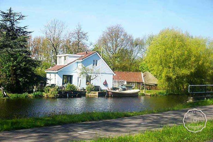 Ειδυλλιακά τοπία, μαγικά χωριουδάκια χαμένα στο πράσινο, η εξοχή της Ολλανδίας στο μεγαλείο της: http://www.eikoneskaipsithyroi.gr/2016/06/h-exochi-stin-ollandia-volendam.html