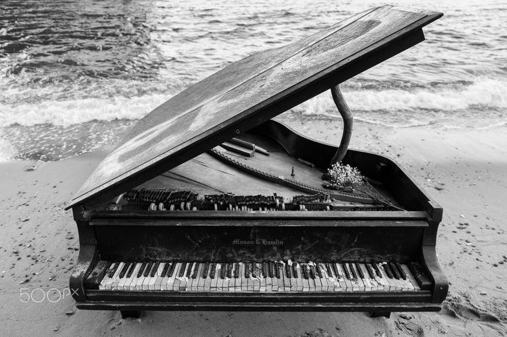 Abandoned Piano -