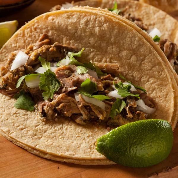 Aprende a preparar carnitas de puerco  con esta rica y fácil receta.  En la cocina mexicana se conoce a las carnitas como un conjunto de porciones del cerdo fritas e...