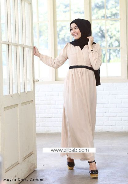 Meysa Dress Cream - Klik gambar untuk melihat detail dan harga produk Juniperlane di website zilbab.com. Hijab, Jilbab, Fashion Hijab, Juniperlane Hijab, Hijabi, Juniper Hijab, Juniper Lane.
