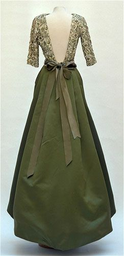 1965 gown by Fontana Sisters; worn by Princess Grace of Monaco.