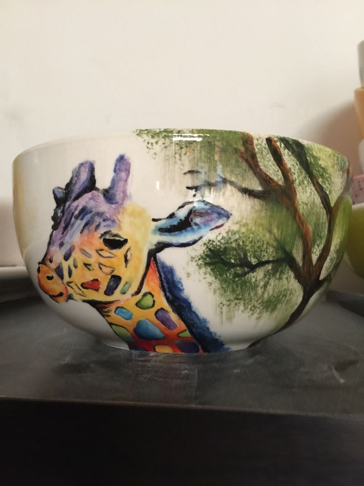 Beautiful giraffe painted onto a cereal bowl at The Crafty Cafe