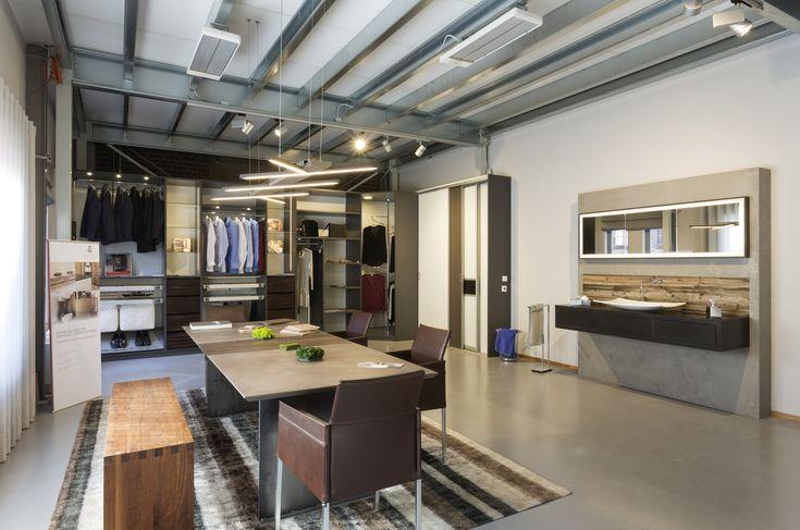 Schreinerei Ideen und Designs für Tisch, Schrank, Bad, Küche und Büro in unserem Tischlerei-Showroom in Köln Ehrenfeld
